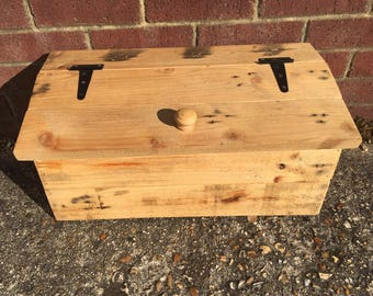 Hand made recycled storage box (barnhouse style)