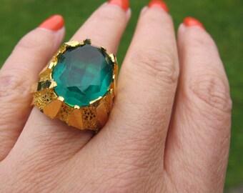 Vintage ring, Huge statement vintage ring, Adjustable big chunky vintage retro ring, Big golden faux emerald green ring Huge vintage retro