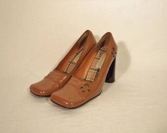 80s mod block heels// Vintage Main Frame// Chunky square toe tan brown patent leather pumps// Women's size 8 USA