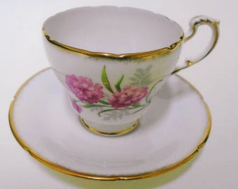 Paragon elegant soft pastel Mauve tea cup and saucer pink carnation elegant brushed gold gilt soft pretty