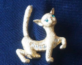great vintage Cat Brooch with Emereld Green Rhinestones Eyes, gold tone body