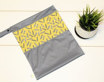 Mustard feathers carry bag