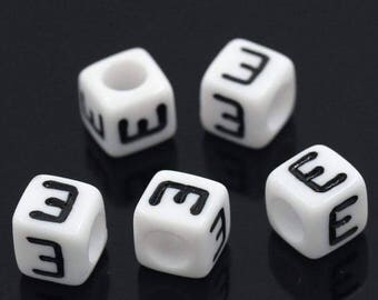 Set of 50 beads 6x6mm alphabet E letters