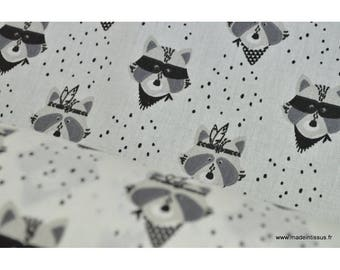 Black and white x50cm raccoon print cotton Poplin