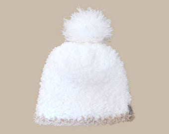 baby hat in white fur, Pompom and beige border (0-24 M)