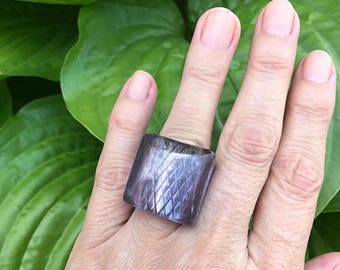 SALE Vintage Lucite Large Ring in Light Purple / Statement Ring