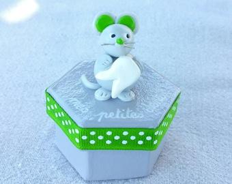 teeth grey hexagonal box with little mouse (green)