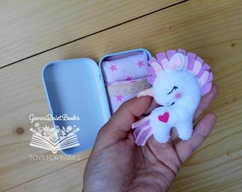 Unicorn Gift, Felt White Stuffed Unicorn, Altoid Tin Toy, Felt Baby Toys, Travel Pocket Miniature Toy, Unicorn Birthday Party, Kawaii Gift