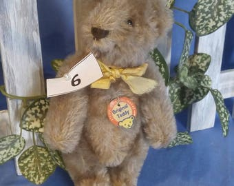 Vintage Steiff original Bear, caramel coloured, 15 cm tall, with papertag