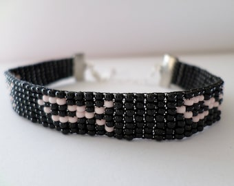 "Bracelet ""breast cancer"" Ribbon delicate seed beads"