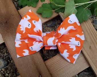 Fun Spooky Ghost Halloween Pattern Dog Bow Tie