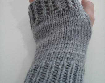Mitten lace wool pale gray color