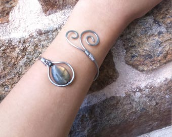 Ethnic, Celtic, elven bracelet in stainless steel and labradorite