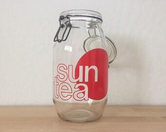 Vintage 1970s Sun Tea Jar Glass Maker 2-Liters Red Graphic Clamp Closure Air Tight Metal Modernist Kitchen Beverage Dispenser 1.75 Pints