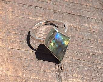 Size 8 Green, Blue and Yellow Labradorite Ring, Sterling Silver Single Band, Crescent Moon Back