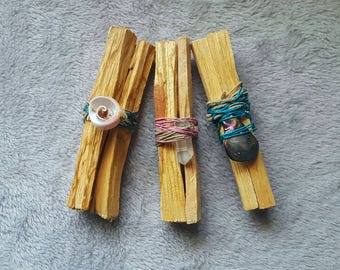 Beautiful Palo Santo bundle, smudge kit, cleanse, smudge smoke ritual witchcraft brujeria healing crystals sea shell abalone necklace