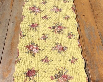 Table Runner /yellow with flowers/ quilted