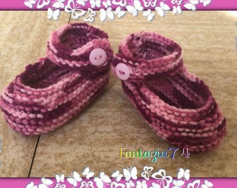 Knitted newborn baby shoes