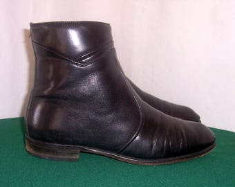 Sz 9.5m Vintage short black leather 1980s Men flat zip up Italian made ankle boots.