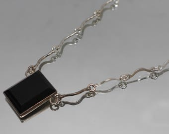 925 - Vintage Large Black Onyx on Fancy Wavy Link Mourning Necklace in Sterling Silver