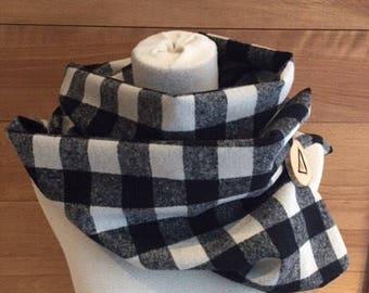 Foulard lainage carreaux noirs et blancs