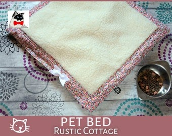 Cat sleeping bed mat 'Rustic Cottage' - catnip sitting mat / blanket for cats & kittens -  pet blanket