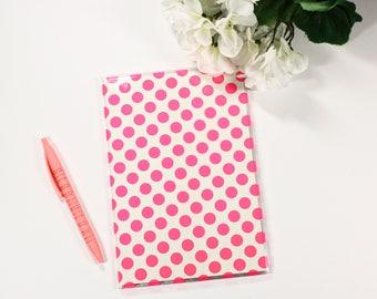 Carnet de notes / Cahier / couverture transparente à poids rose, framboise.