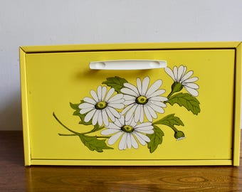 Retro 70s Yellow Daisy Metal Bread Box, Diner Style, Funky, Kitsch, Mid Century Modern, MCM, Farm Kitchen, Farm Table