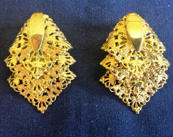 Vintage Sarah Coventry Gold Tone Tiered Three Layer Filigree Clip On Earrings