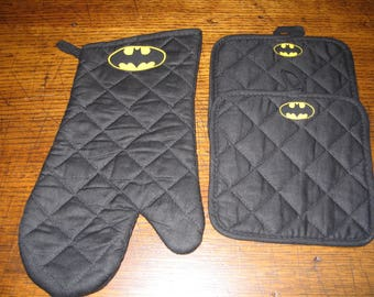 Oven Mitt & Potholders - 3 Piece Set - Batman