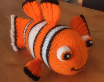 Nemo the clown fish knitting pattern