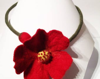 Wool red Flower necklace