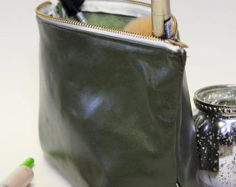 Makeup Bag Lexie in green and gold leather