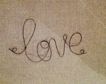 """Word """"Love"""" wire, ideal to put over your child's bed."""