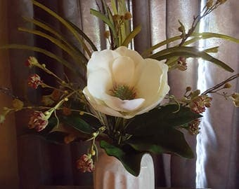 Magnolia centerpiece, floral arrangement, magnolia floral arrangement , magnolia centerpiece, rustic flower arrangment,