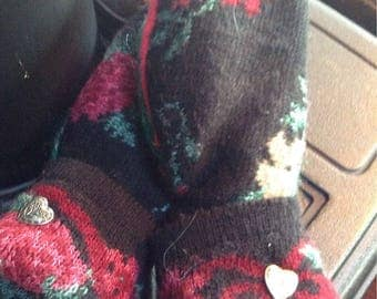 Old fashioned floral mittens, medium