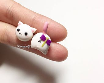 Kawaii cat earrings with dragonfly