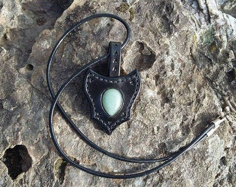 Leather necklace with an Aventurine.
