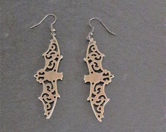 Bat earrings. Flying bats in antique bronze. Woodland Collection. Steampunk style.