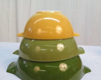 S Set of 3 Pyrex  Nesting Mixing Bowls with Handles