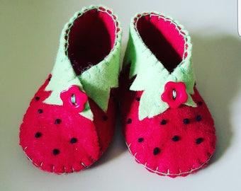 Strawberries felt baby shoes