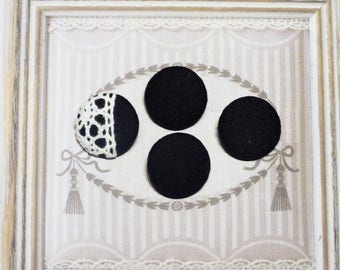 4 BUTTONS COVERED WITH FLANNEL BLACK AND WHITE LACE