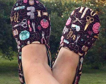 The *PERFECT* Slipper Pattern by: SEWcial Mama Designs * Beginner Friendly w/ Advanced Style * Instant PDF Download * VIDEO * Download