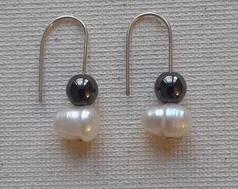 Pearl Duo Drop Earrings – by ButterflyMyst (White Freshwater Pearl & Black Hematite)