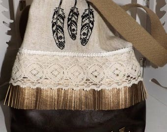 """Purse India collection in linen and faux leather """"Feather""""."""