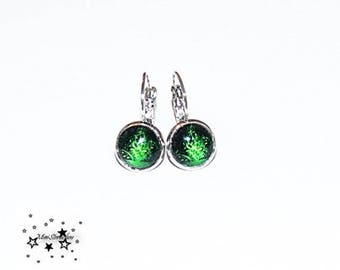 Cabochon earrings, green with beautiful patterns fire