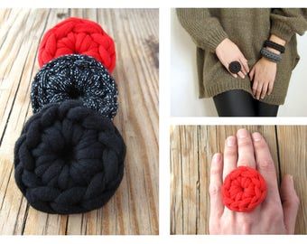 Korali Ring, Black and colors, Round Crochet Ring, woman ring, cadeau pour femme