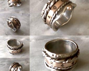 Lucky number spinner ring