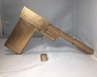 007 James Bond Golden Gun 1:1 Prop Replica Transforms From Items Into Golden Gun