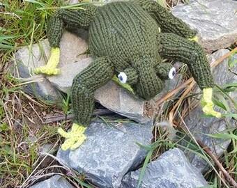 Knit Frog Stuffed Toy
